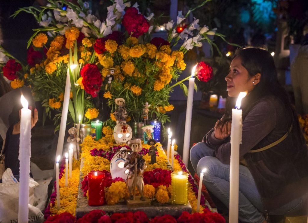 dia-de-los-muertos-altar